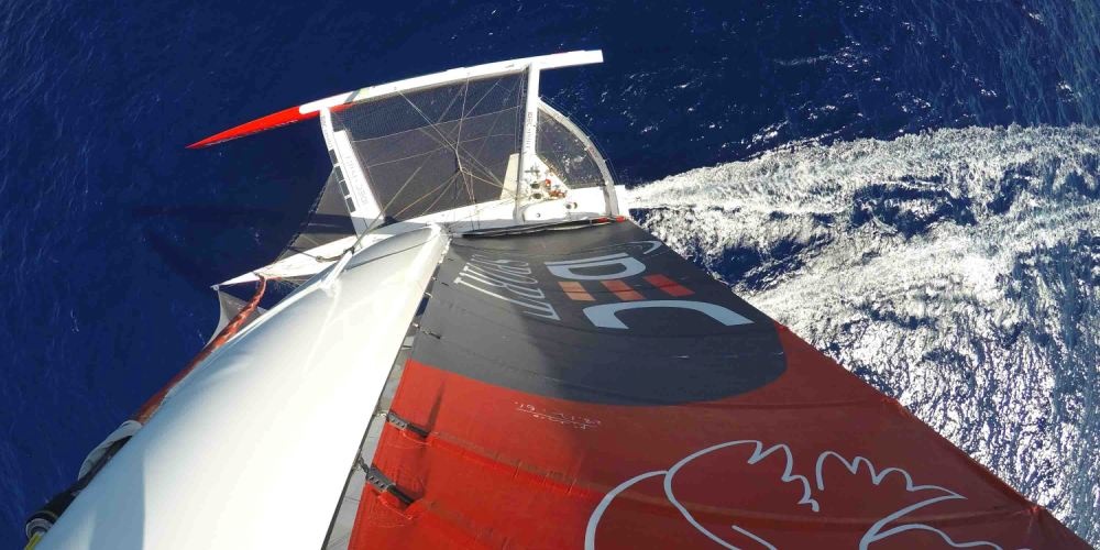 Photo of JULES VERNE. Idec Sport back up above 30 knots