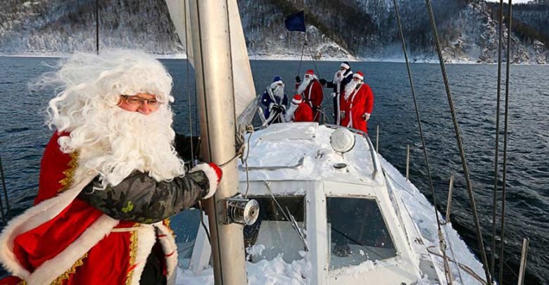 santa-claus-boat