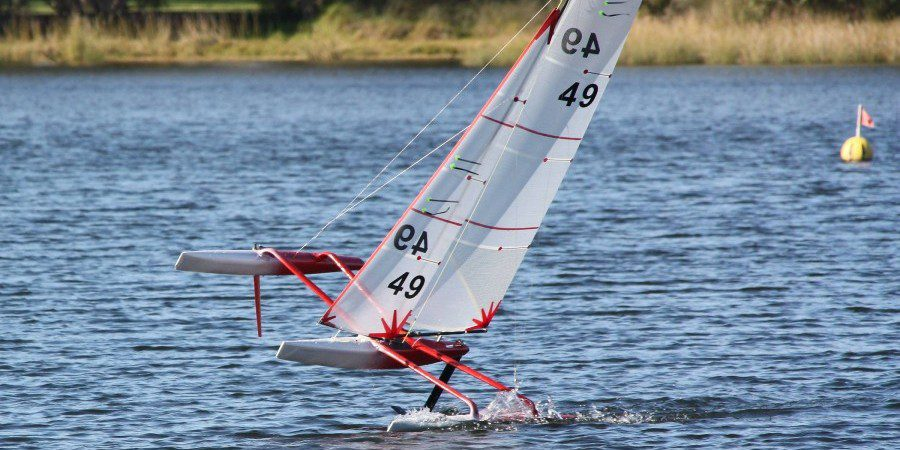 Photo of VIDEO. One Metre trimaran foiling: also the small boats can fly!